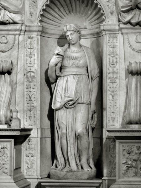 Скульптура Лии, работа Микеланджело