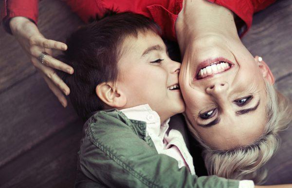 Мальчик с мамой